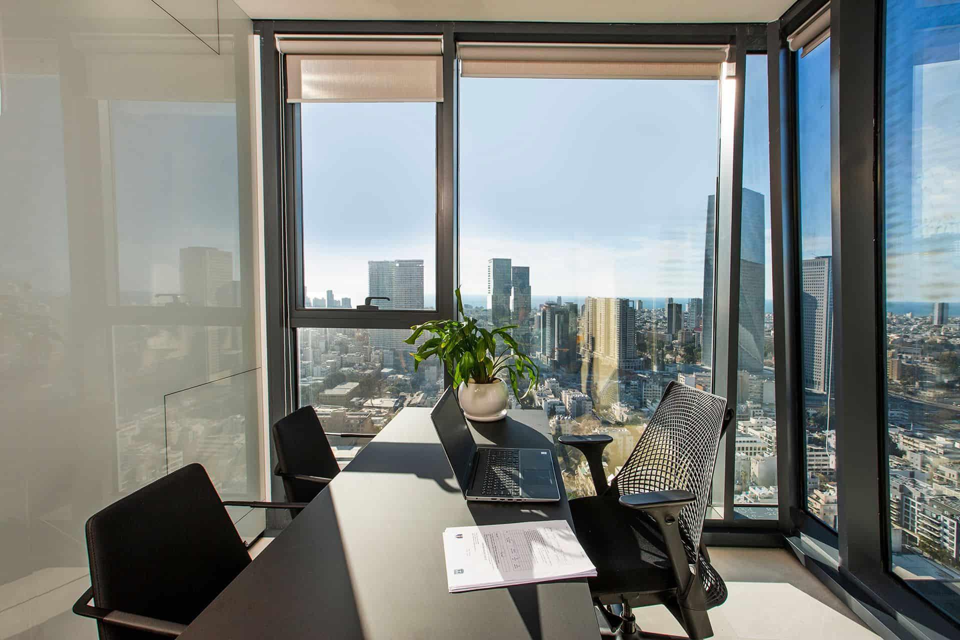 משרד עם נוף פנורמי לים  30   קרדיטים לשעה